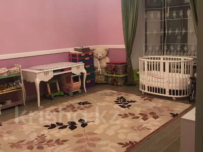 4-комнатная квартира, 230 м², 1/4 этаж, Достык — Оспанова за 329 млн 〒 в Алматы, Медеуский р-н — фото 2