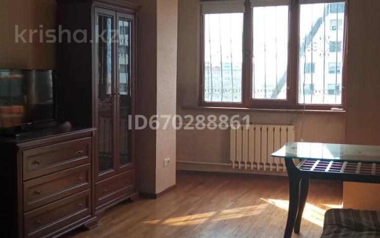 3-комнатная квартира, 67.6 м², 9/9 этаж на длительный срок, мкр Самал-3 11 за 320 000 〒 в Алматы, Медеуский р-н