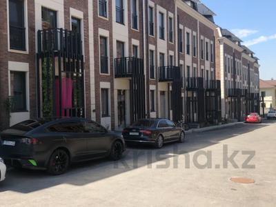 8-комнатная квартира, 360 м², мкр Горный Гигант, Аль- Фараби за 324 млн 〒 в Алматы, Медеуский р-н