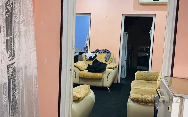 4-комнатный дом, 200 м², 4 сот., Сасбухаева — Таукехана за 22 млн 〒 в Шымкенте, Аль-Фарабийский р-н