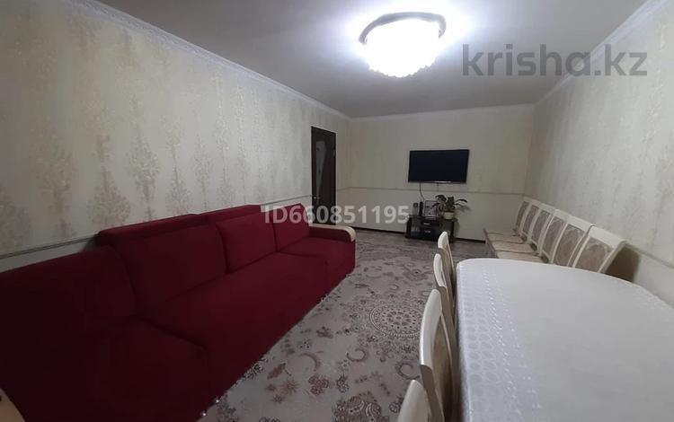 2-комнатная квартира, 60 м², 3/10 этаж, 12 мкр за 15 млн 〒 в Актобе, мкр 12