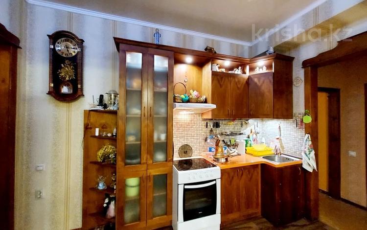 3-комнатная квартира, 64 м², 2/4 этаж, проспект Нурсултана Назарбаева за 17.3 млн 〒 в Караганде, Казыбек би р-н
