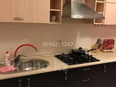 1-комнатная квартира, 45 м², 3/5 этаж посуточно, Тауелсиздик 4 за 6 000 〒 в Актобе, мкр. Батыс-2