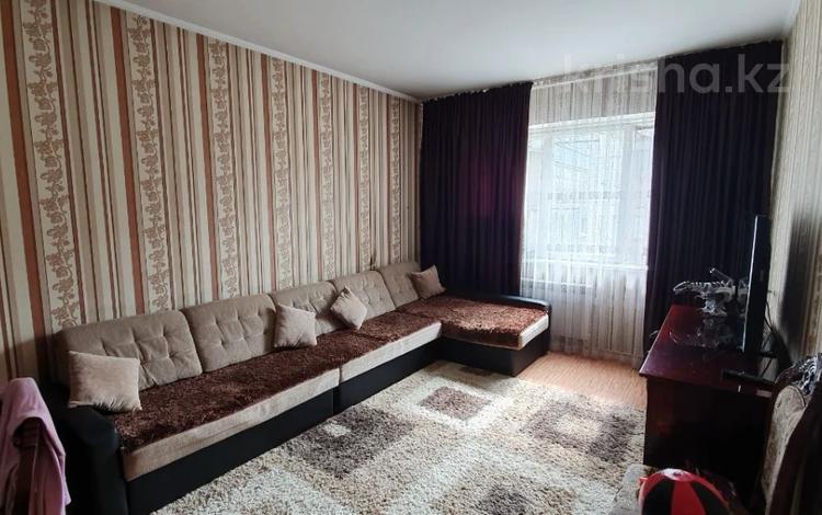 2-комнатная квартира, 51 м², 4/5 этаж, мкр Аксай-2 61 за 23.5 млн 〒 в Алматы, Ауэзовский р-н