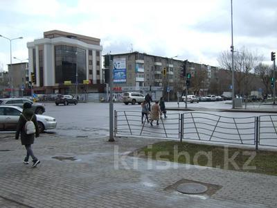 Магазин площадью 44 м², Желтоксан 32 — Богенбай батыра за 22 млн 〒 в Нур-Султане (Астана), Сарыарка р-н — фото 2