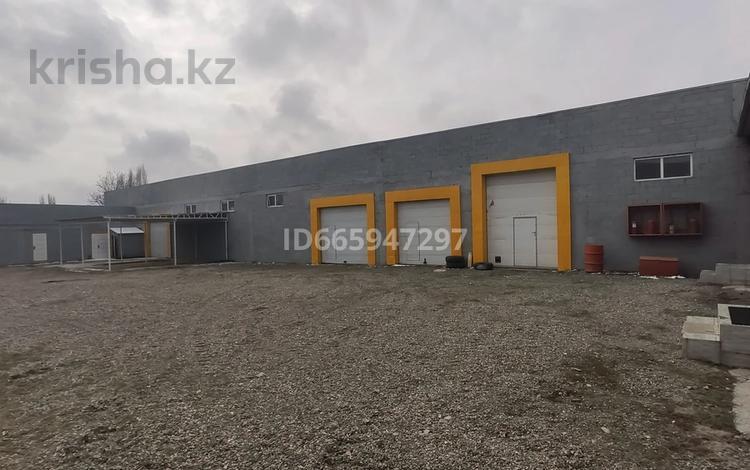 Здание, площадью 936 м², Алма-Атинская улица 205 за 147 млн 〒 в Бишкеке