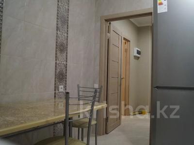 2-комнатная квартира, 60 м², 3/5 этаж посуточно, Азаттык 46а за 10 000 〒 в Атырау — фото 3