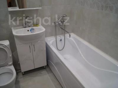 2-комнатная квартира, 60 м², 3/5 этаж посуточно, Азаттык 46а за 10 000 〒 в Атырау — фото 4