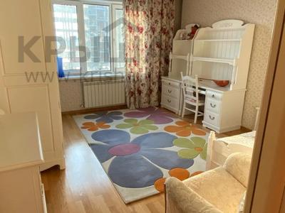 4-комнатная квартира, 165 м², 9/36 этаж, Кабанбай батыра 11 за 70 млн 〒 в Нур-Султане (Астана), Есиль р-н — фото 12