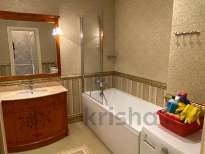 4-комнатная квартира, 165 м², 9/36 этаж, Кабанбай батыра 11 за 70 млн 〒 в Нур-Султане (Астана), Есиль р-н — фото 18