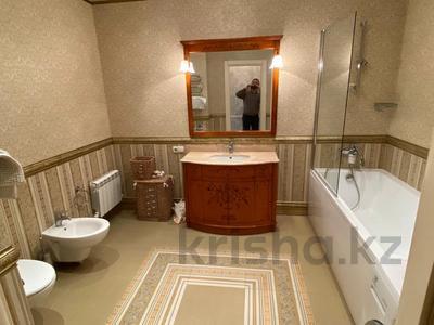 4-комнатная квартира, 165 м², 9/36 этаж, Кабанбай батыра 11 за 70 млн 〒 в Нур-Султане (Астана), Есиль р-н — фото 16
