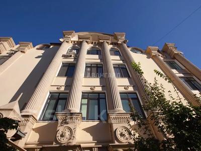 4-комнатная квартира, 170 м², 1/8 этаж, мкр Юбилейный, Омаровой 31 — проспект Достык за 54.4 млн 〒 в Алматы, Медеуский р-н — фото 6