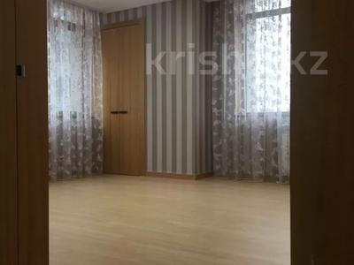 4-комнатная квартира, 150 м², 3/25 этаж помесячно, Байтурсынова 1 за 400 000 〒 в Нур-Султане (Астана), Алматы р-н — фото 10