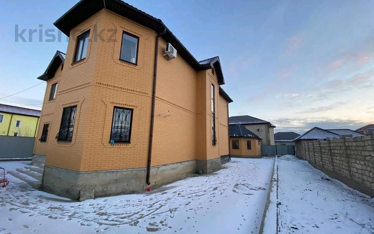 5-комнатный дом на длительный срок, 260 м², 9 сот., Самал 4 за 700 000 〒 в Атырауской обл.