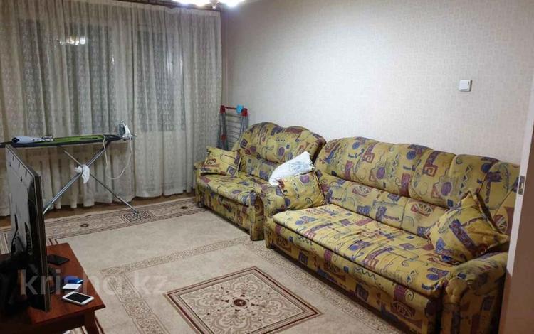 3-комнатная квартира, 65 м², 2/5 этаж, мкр Аксай-2, Мкр Аксай-2 за 22 млн 〒 в Алматы, Ауэзовский р-н