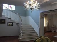 8-комнатный дом помесячно, 520 м², 17 сот.