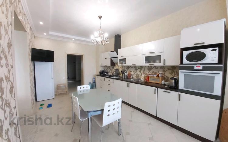 3-комнатная квартира, 125 м², 7/7 этаж, Достык 233/1 за 38.5 млн 〒 в Уральске