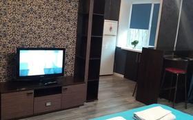 1-комнатная квартира, 35 м², 1/5 этаж по часам, 6 мкр 5 за 1 500 〒 в Караганде, Казыбек би р-н