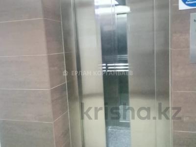 3-комнатная квартира, 80 м², 5/9 этаж помесячно, Шарипова 26А за 320 000 〒 в Атырау — фото 16