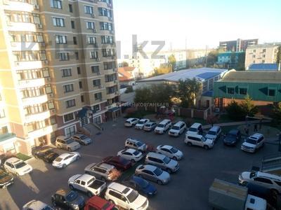 3-комнатная квартира, 80 м², 5/9 этаж помесячно, Шарипова 26А за 320 000 〒 в Атырау — фото 19