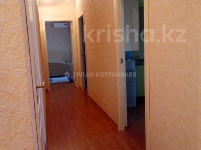 3-комнатная квартира, 80 м², 5/9 этаж помесячно, Шарипова 26А за 320 000 〒 в Атырау — фото 10