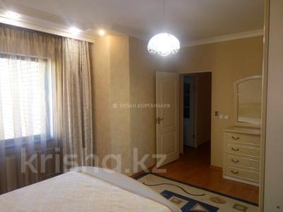 3-комнатная квартира, 80 м², 5/9 этаж помесячно, Шарипова 26А за 320 000 〒 в Атырау — фото 4