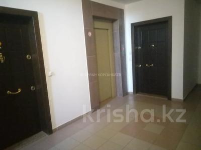 3-комнатная квартира, 80 м², 5/9 этаж помесячно, Шарипова 26А за 320 000 〒 в Атырау — фото 20