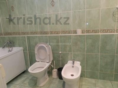 3-комнатная квартира, 80 м², 5/9 этаж помесячно, Шарипова 26А за 320 000 〒 в Атырау — фото 17