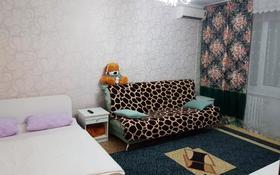 1-комнатная квартира, 35 м², 3/9 этаж посуточно, 5 мкр. 3 за 6 000 〒 в Аксае