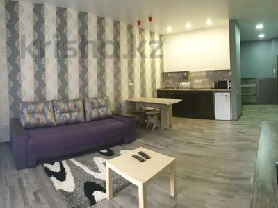 1-комнатная квартира, 35 м², 5/9 этаж посуточно, Камзина 41/1 — Ермуханова за 8 000 〒 в Павлодаре — фото 2
