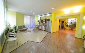 3-комнатная квартира, 232.8 м², 1/2 этаж, Челкарская за 35 млн 〒 в Уральске