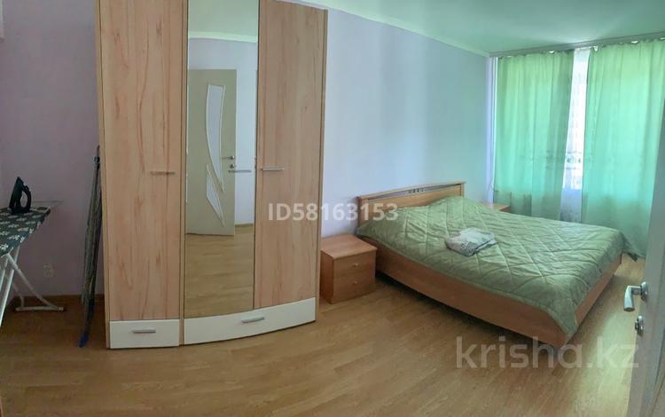 2-комнатная квартира, 48 м², 2/9 этаж посуточно, мкр Новый Город, Нуркена Абдирова 38 за 6 000 〒 в Караганде, Казыбек би р-н