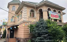 13-комнатный дом, 800 м², 10 сот., мкр Калкаман-2, Жунисова 73 за 70 млн 〒 в Алматы, Наурызбайский р-н