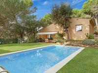 4-комнатный дом, 150 м², 800 сот., Calle Puigmal 16 за ~ 210.9 млн 〒 в Багуре