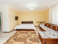 1-комнатная квартира, 65 м², 4/10 этаж посуточно, Сауран 3/1 — Сагынак за 8 000 〒 в Нур-Султане (Астана), Есиль р-н