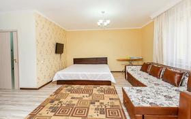 1-комнатная квартира, 65 м², 4/10 этаж посуточно, Сауран 3/1 — Достык за 8 000 〒 в Нур-Султане (Астана), Есиль р-н