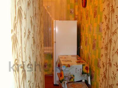 1-комнатная квартира, 33 м², 2/5 этаж посуточно, Байтурсынова 34 — проспект Ауэзова за 5 000 〒 в Семее — фото 3