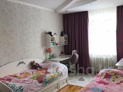 4-комнатная квартира, 106 м², 10/12 этаж, Валиханова 1 за 40 млн 〒 в Нур-Султане (Астана), р-н Байконур — фото 8