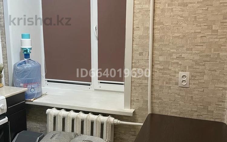 2-комнатная квартира, 40.1 м², 8/9 этаж, 6й микрорайон, Нуркена Абдирова 38 за 15.3 млн 〒 в Караганде, Казыбек би р-н