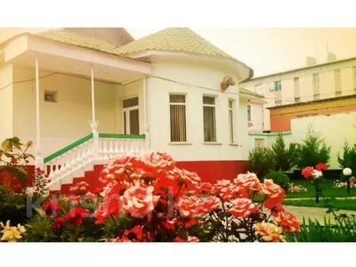 6-комнатный дом, 213 м², 17 сот., Курылысшы 23 за 55 млн 〒 в Туркестане