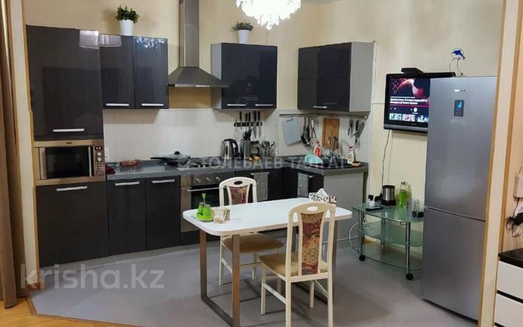 2-комнатная квартира, 72 м², 2/7 этаж на длительный срок, Фурманова 301 за 280 000 〒 в Алматы, Медеуский р-н