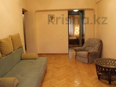 2-комнатная квартира, 59 м², 3/5 этаж посуточно, Шашкина 32 — Аль-Фараби за 9 000 〒 в Алматы, Бостандыкский р-н — фото 2