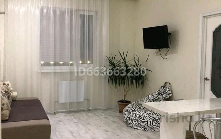 1-комнатная квартира, 52 м², 12/12 этаж посуточно, улица Абикена Бектурова за 9 000 〒 в Нур-Султане (Астана), Есиль р-н