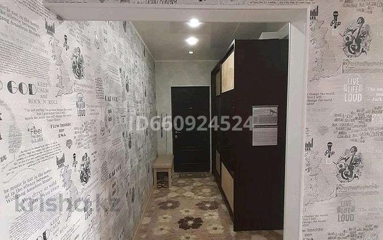 2-комнатная квартира, 58 м², 9/9 этаж, 4микр 22 за 12.5 млн 〒 в Аксае
