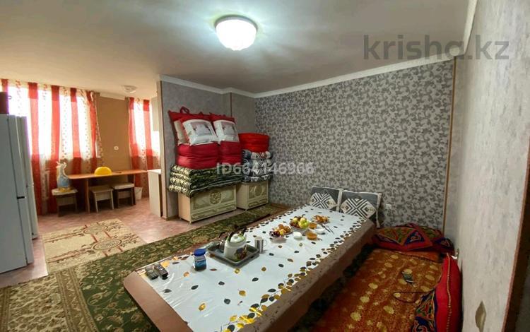 3-комнатная квартира, 70 м², 4/9 этаж, мкр Нурсат, Мкр Нурсат 45 — Нурсултан дангылы за 25 млн 〒 в Шымкенте, Каратауский р-н