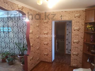 4-комнатная квартира, 80 м², 4/5 этаж, Краснощекова 20 за 12 млн 〒 в Актобе, Старый город