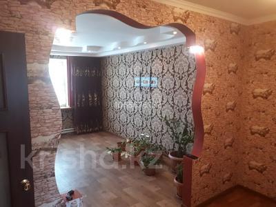 4-комнатная квартира, 80 м², 4/5 этаж, Краснощекова 20 за 12 млн 〒 в Актобе, Старый город — фото 2