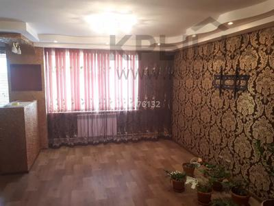 4-комнатная квартира, 80 м², 4/5 этаж, Краснощекова 20 за 12 млн 〒 в Актобе, Старый город — фото 3