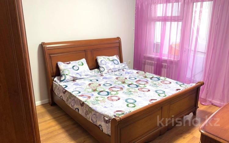 3-комнатная квартира, 80 м², 1/9 этаж посуточно, мкр Аксай-5 — Жубанова за 15 000 〒 в Алматы, Ауэзовский р-н