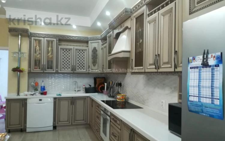 4-комнатная квартира, 180 м², 7/8 этаж на длительный срок, проспект Мангилик Ел 27 за 500 000 〒 в Нур-Султане (Астане), Есильский р-н